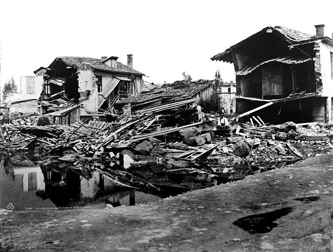 Maisons (ruines) Maisons détruites par les inondations, Baldus, Edouard (photographe),