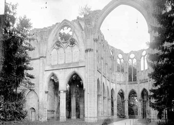 Abbaye d'Ourscamps Eglise abbatiale, choeur: ruines, Enlart, Camille (historien),
