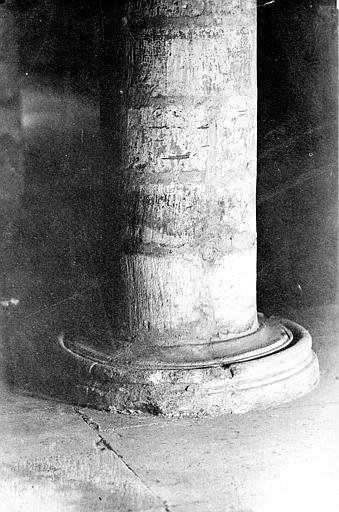 Intérieur, base de colonne, Mieusement, Médéric (photographe),
