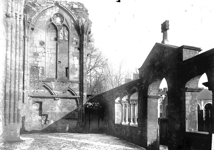 Eglise Galerie et ruines, Enlart, Camille (historien),