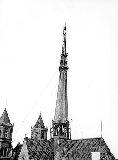 Cathédrale Saint-Bénigne Flèche en cours de construction, côté sud-est, Delaunay (photographe),