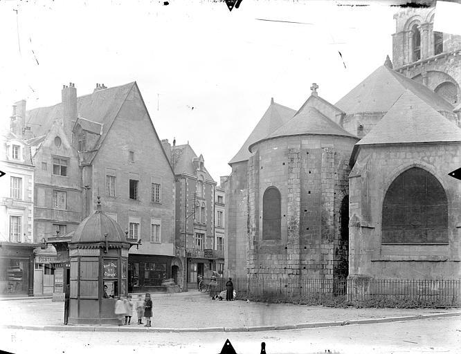 Eglise Notre-Dame-la-Grande Abside, côté est et vieilles maisons aux abords, Gossin (photographe),