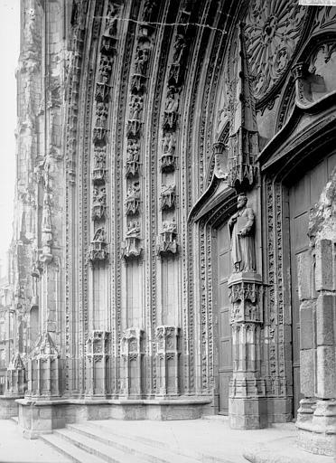 Cathédrale Saint-Pierre Portail et ébrasement, Enlart, Camille (historien),
