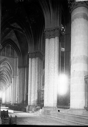 Cathédrale Notre-Dame Bas-côté, Enlart, Camille (historien),