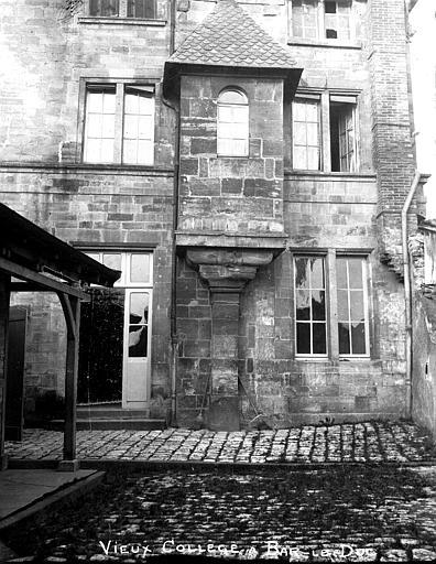 Collège Gilles de Trèves  (ancien Tourelle en encorbellement, Louzier (photographe),