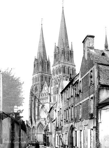 Cathédrale Notre-Dame Ensemble ouest, prise d'une rue, Mieusement, Médéric (photographe),