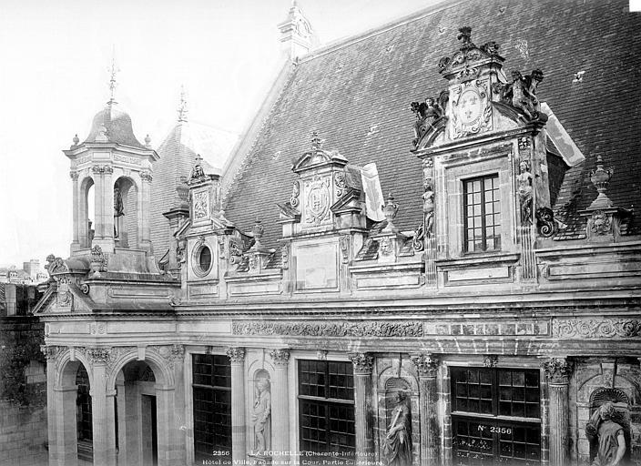 Hôtel de Ville Façade sur cour : Lucarnes et entablement, Mieusement, Médéric (photographe),