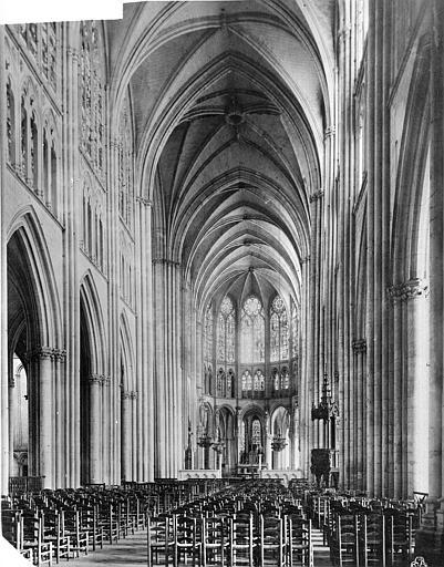 Cathédrale Saint-Pierre Vue intérieure de la nef vers le choeur, Mieusement, Médéric (photographe),