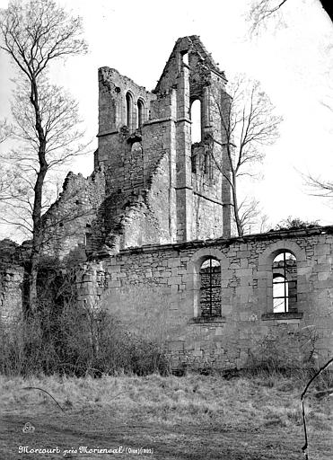 Eglise de Morcourt (ruines) Façade latérale et clocher, Mieusement, Médéric (photographe),
