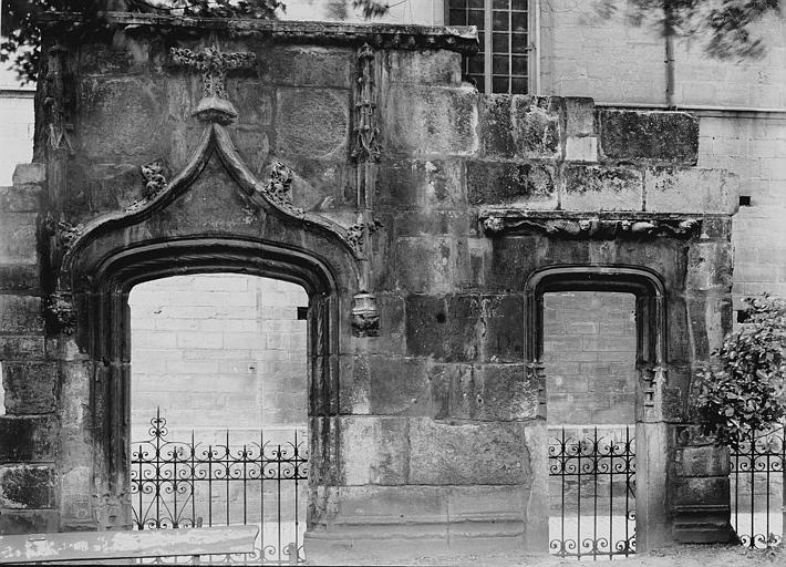 Maison Ruines, Enlart, Camille (historien),