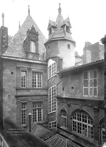 Hôtel Fontfreyde ou maison dite des Architectes Façades nord et est sur cour : Parties supérieures, Durand, Jean-Eugène (photographe),
