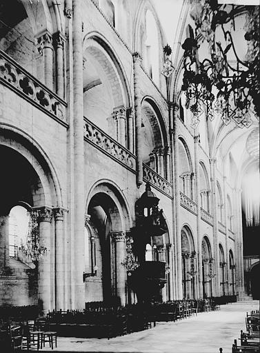Eglise du Vieux-Saint-Etienne Nef: travées au sud, Enlart, Camille (historien),