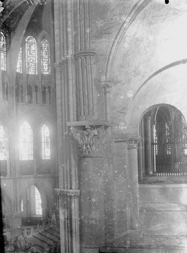 Eglise Saint-Remi Colonnes et chapiteaux, Durand, Georges (photographe à Amiens),