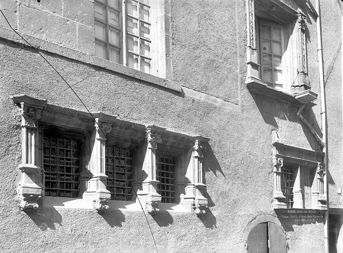 Maison des Consuls Façade sur rue : Fenêtres, Neurdein Frères (photographes),