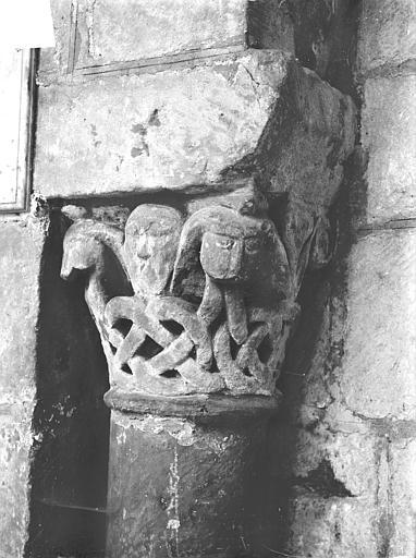 Eglise Saint-Jean de Montierneuf Chapiteau : Masques et rinceaux, Gossin (photographe),
