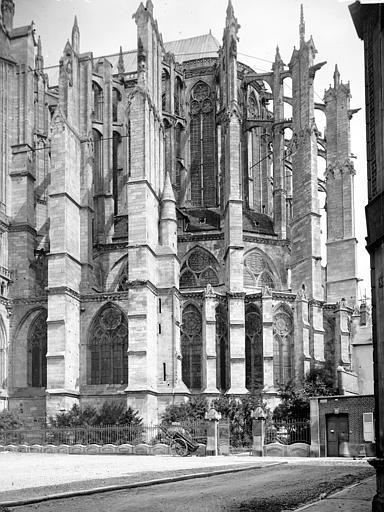 Cathédrale Saint-Pierre Abside, au sud, Enlart, Camille (historien),