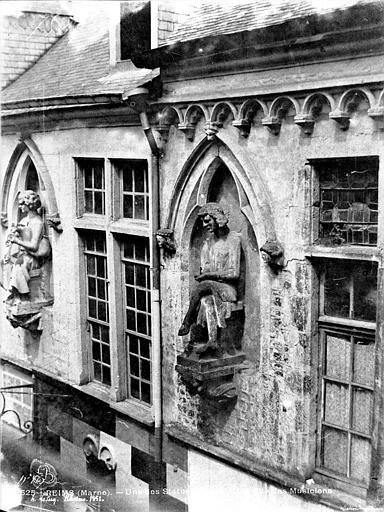 Maison dite des Ménétriers ou des Musiciens Statue du chef d'orchestre (supposé), Le Secq, Henri (photographe),