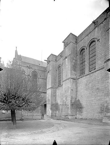 Cathédrale Saint-Pierre Façade sud : Transept et partie est, Gossin (photographe),
