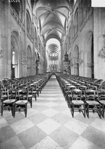 Eglise de Saint-Etienne-le-Vieux (ancienne) Nef, vue de l'entrée, Service photographique,