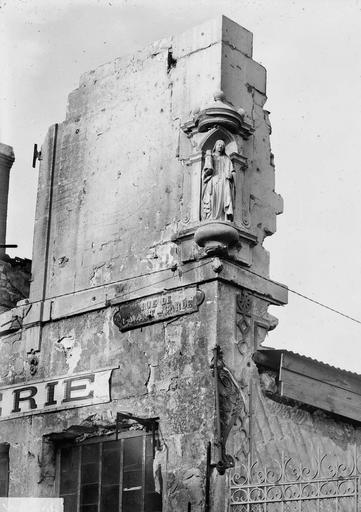 Maison Niche et statue, à l'angle de la rue, Verneau, G.,