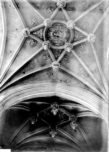 Eglise Notre-Dame Voûtes, Enlart, Camille (historien),