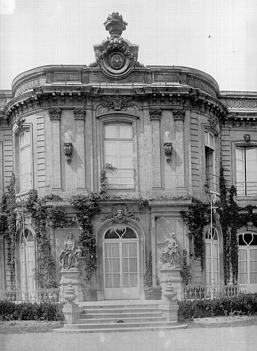 Château (ancien) Façade est : Pavillon central, Durand, Jean-Eugène (photographe),