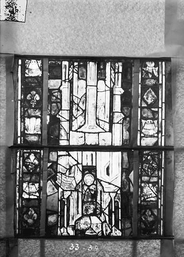 Eglise Saint-Gengoult Vitrail du transept sud, fenêtre A, 4ème lancette, panneaux 33, 34, Romanais (photographe),