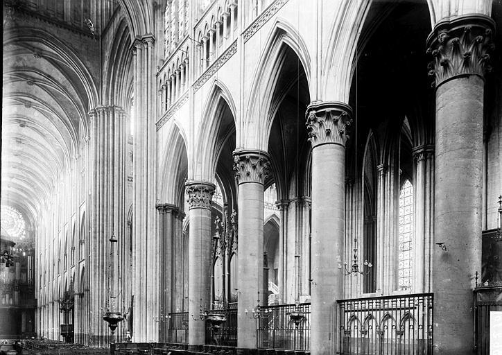 Cathédrale Notre-Dame Travées de la nef, Enlart, Camille (historien),
