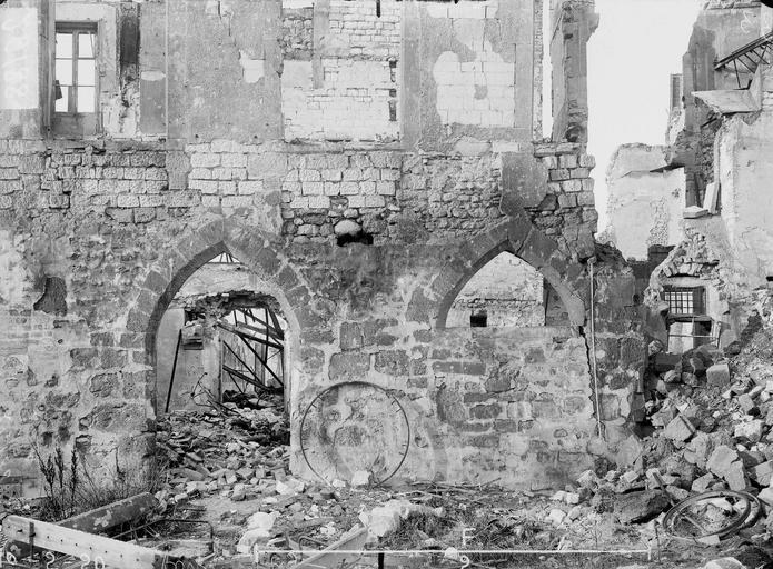 Maison Arcature gothique près de l'impasse des Marchés, Verneau, G.,