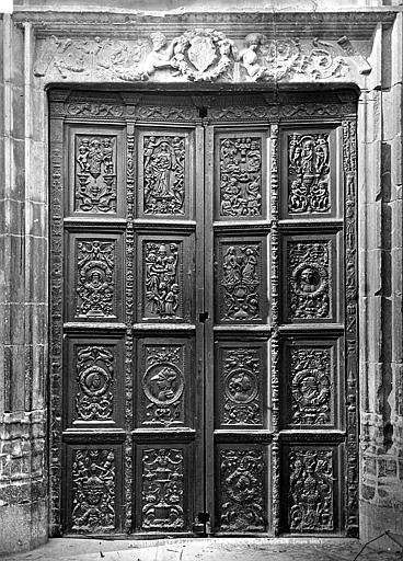 Cathédrale Porte en bois sculpté, Mieusement, Médéric (photographe),