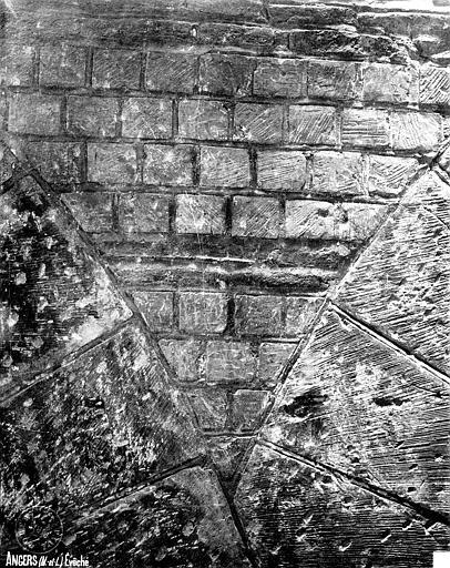 Evêché (ancien) ou Palais du Tau Salle synodale, mur primitif, Robert, Paul (photographe),