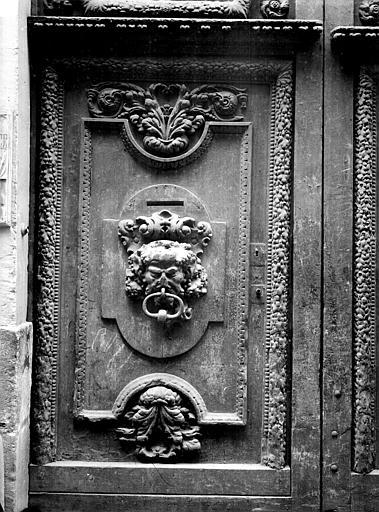 Maison Louis XIII (démolie) Vantail de porte, Durand, Jean-Eugène (photographe),
