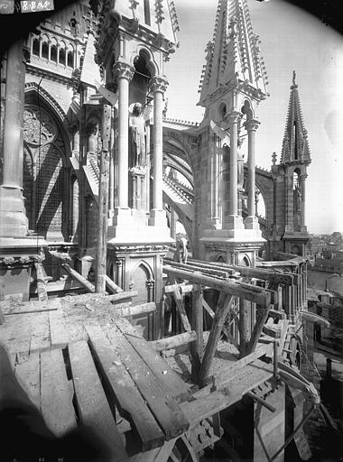 Cathédrale Notre-Dame Pinâcles d'arcs-boutants de l'abside, Lajoie, Abel,