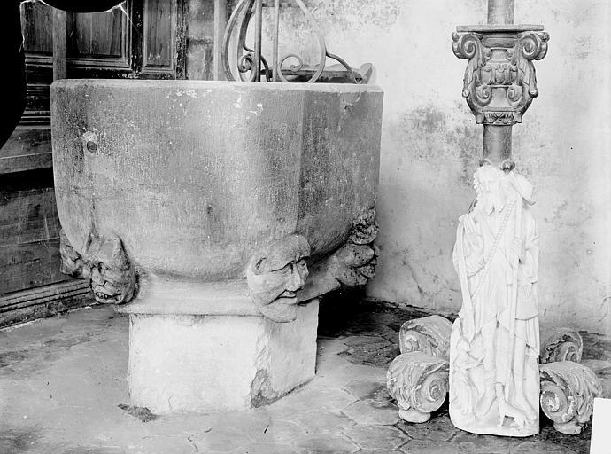 Eglise Fonts baptismaux ; Statuette, Enlart, Camille (historien),