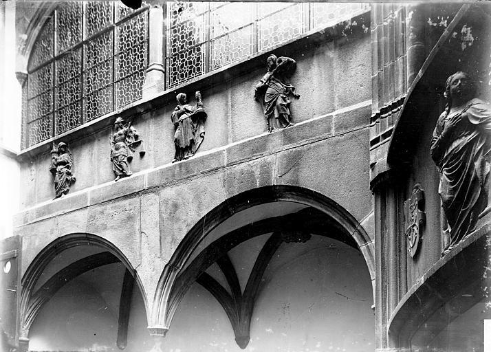 Maison Sculptures, Enlart, Camille (historien),