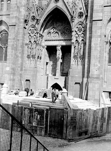 Cathédrale Notre-Dame Portail pendant la construction, Chaine, Henri (architecte),