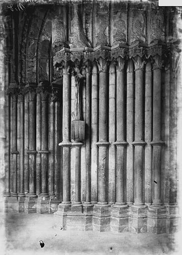 Eglise Notre-Dame Portail ouest: ébrasements, Enlart, Camille (historien),