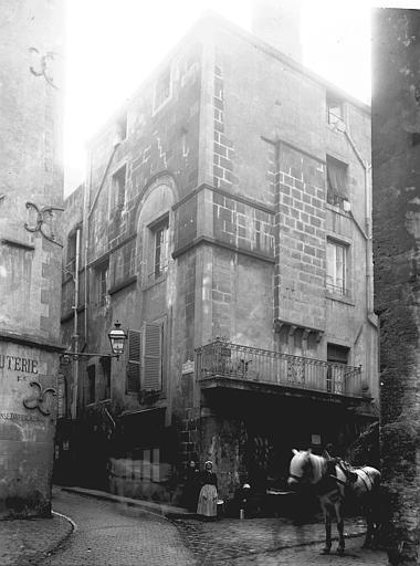 Immeuble , Enlart, Camille (historien),
