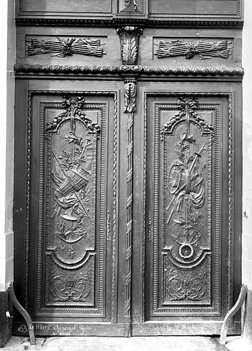 Arsenal (ancien) Porte sculptée, Mieusement, Médéric (photographe),