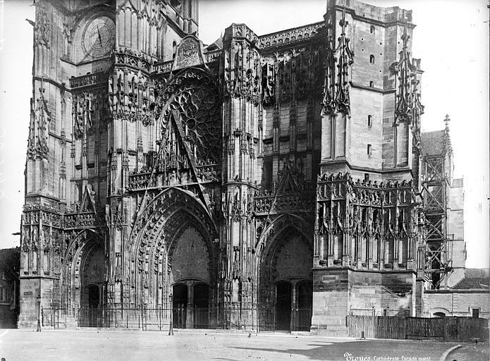 Cathédrale Saint-Pierre Façade ouest : partie inférieure, Mieusement, Médéric (photographe),