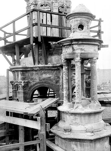 Hôtel d'Escoville (ancien) Petit campanile près de l'escalier, Durand, Jean-Eugène (photographe),