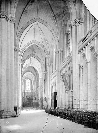 Cathédrale Saint-Pierre Vue intérieure du bas-côté sud, vers l'est, Mieusement, Médéric (photographe),