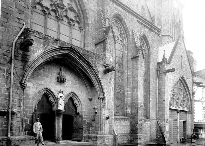 Basilique Notre-Dame de Bon Secours Façade nord: portail, Enlart, Camille (historien),
