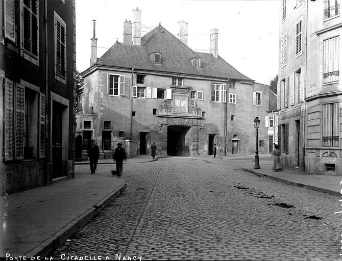 Porte de la Citadelle Vue d'ensemble, du côté du faubourg, Louzier (photographe),