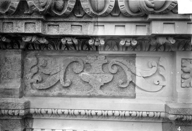 Cathédrale Saint-Gatien Couronnement d'un clocher : frise, ,