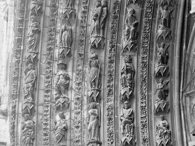 Cathédrale Notre-Dame Portail ouest, porte centrale, partie médiane de la voussure gauche, Lajoie, Abel,