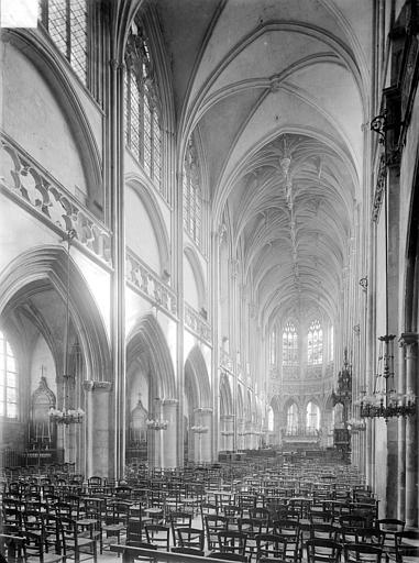 Eglise Saint-Pierre Vue intérieure de la nef, vers le nord-est, Heuzé, Henri (photographe),