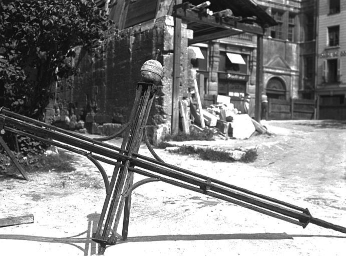 Cathédrale Croix, Chaine, Henri (architecte),