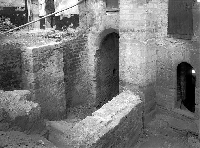 Palais des Papes Cour d'honneur : Entrée de la porte de la Mirande, Durand, Jean-Eugène (photographe),