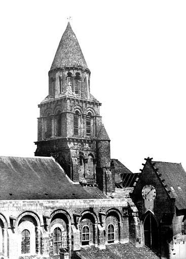 Eglise Notre-Dame-la-Grande Clocher côté sud, Mestral ; Le Gray, Gustave (photographe),